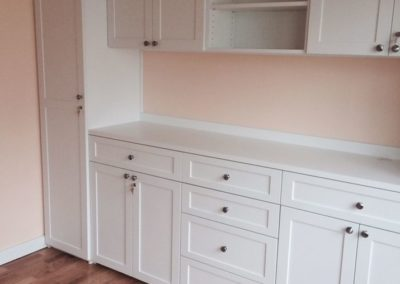closet-strechers-laundry-room-shaker