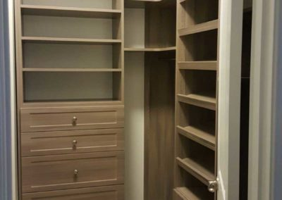 the-closet-stretchers-walk-in-img_4771