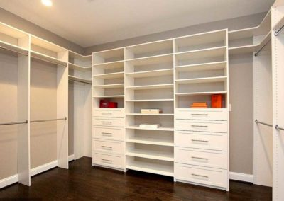 the-closet-stretchers-walk-in-white