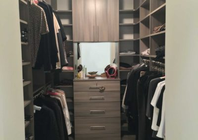 the-closet-stretchers-walk-in-img_6389